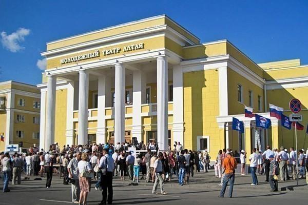 Разногласия в Молодежном театре Алтая