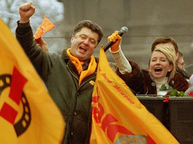 Тимошенко или Порошенко: чьи шансы на победу больше?