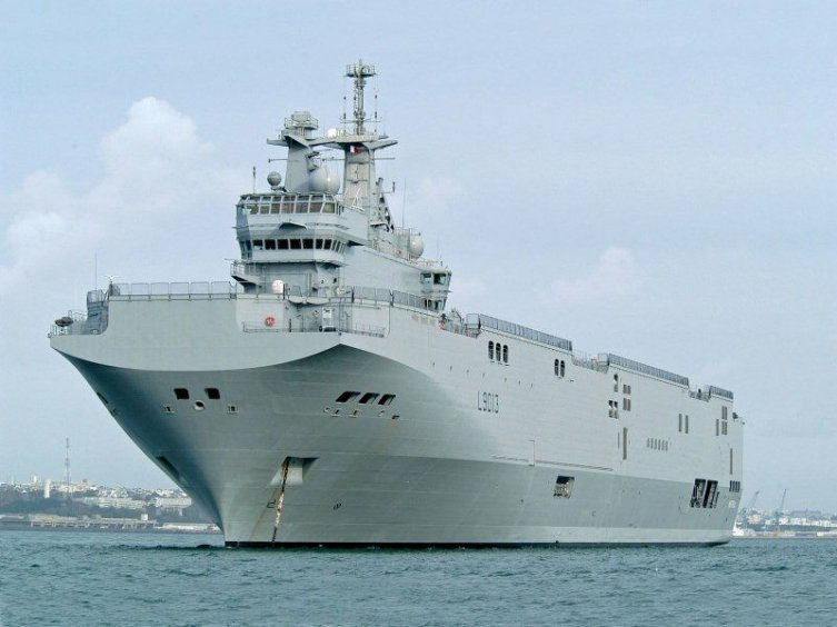 Франция впредь намерена продать России военные корабли