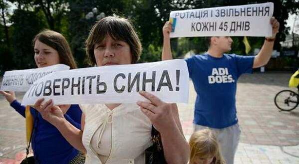 Матеря украинских военнослужащих бастуют против АТО