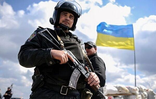 Стрелять без предупреждения: Порошенко расширил права украинских милиционеров
