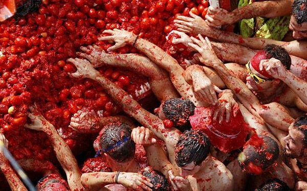 Битва помидоров: «Томатина» - один из самых странных фестивалей (фото)