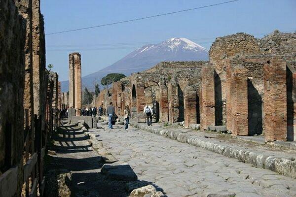 В реставрации Помпеи используют обломки, украденные туристами