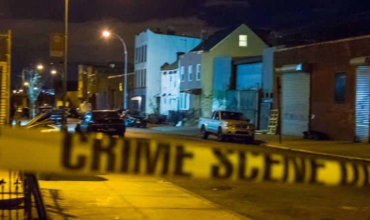 Американский страж порядка убил разгуливающего нагишом темнокожего мужчину