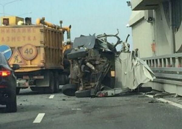 В северной столице в результате дорожно-транспортного проишествия из катафалка на проезжую часть вывалились трупы