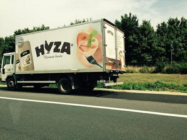 На трассе в Австрии задержан грузовик с телами 50 мигрантов