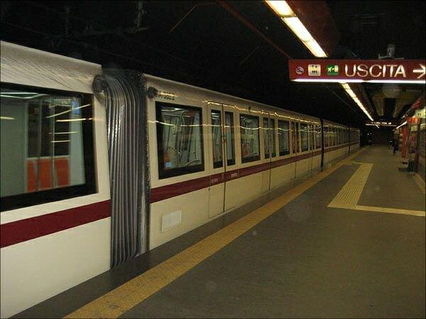 На одной из станций метрополитена в Риме обвалился потолок