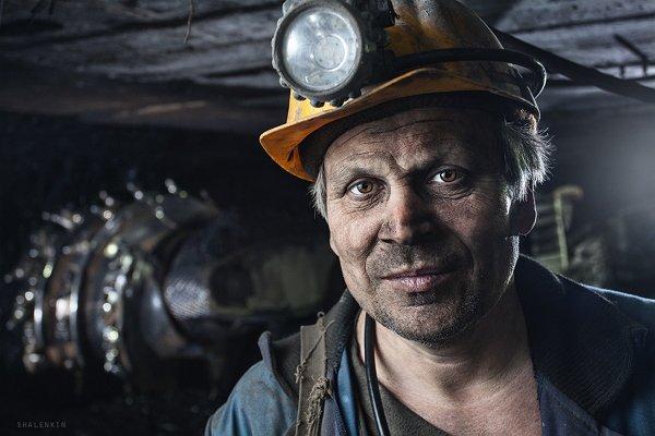 Перекрытие трассы Киев-Днепропетровск голодными шахтерами