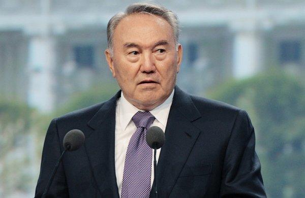 Приказ Назарбаева чиновникам, не желающим отвечать на русском