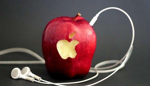 Акции Apple стремительно падают