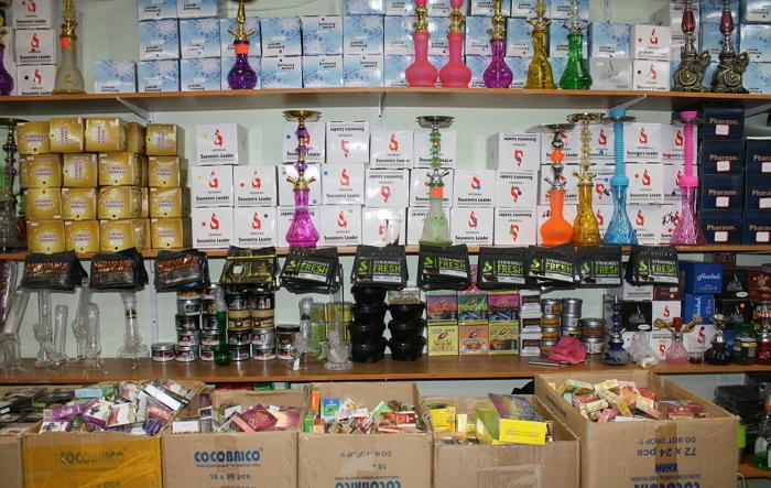 Контрабандный табак: рынки Петербурга посетила таможня