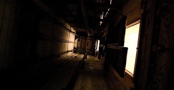 Парень упал в шахту: чем закончилось селфи в лифте?