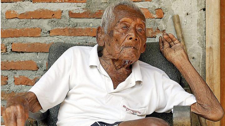 В Индонезии скончался старейший человек на Земле