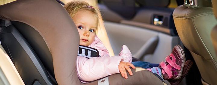 Вступил в силу закон, запрещающий оставлять ребенка в машине