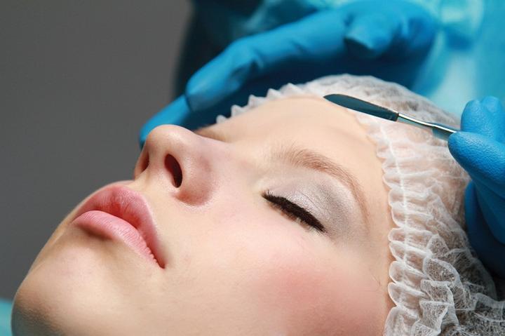 Китаянка легла под нож пластического хирурга, чтобы не платить кредит