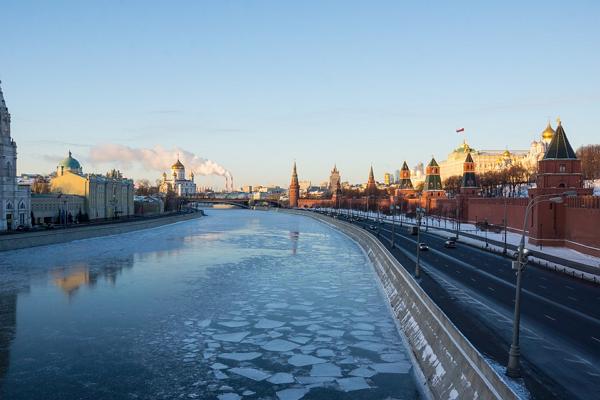 В Москве-реке едва не утонула семья