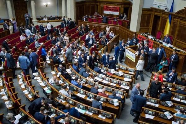 Украинские депутаты не хотят рушить отношения с Россией