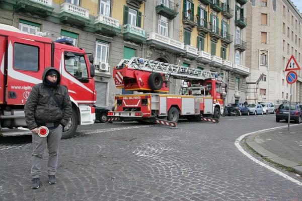 Итальянку, застрявшую в диване, спасли пожарные