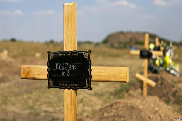 На кладбище с десантниками появились новые могилы