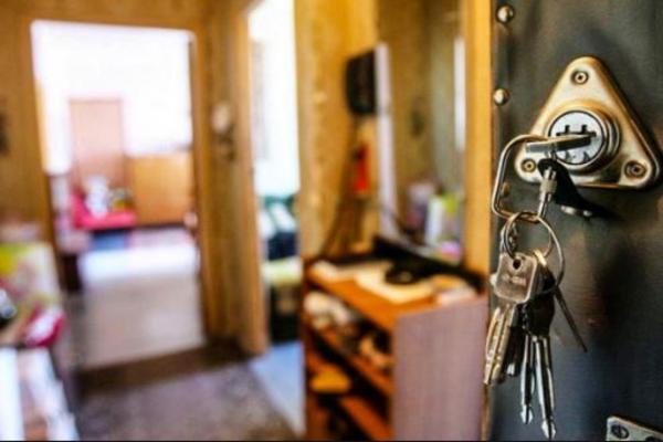 Знакомство в соцсети стоило жительнице Петербурга квартиры