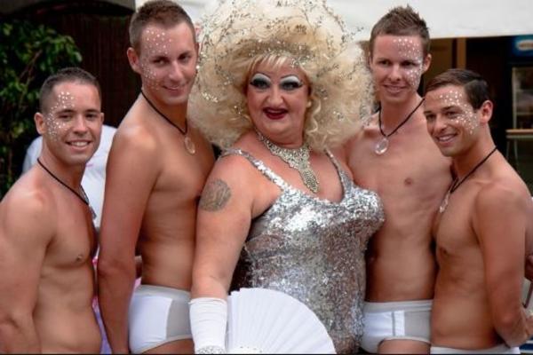 Найдена неожиданная причина распространенности гомосексуальности