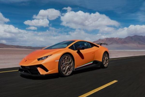 За час турист на Lamborghini Huracan заработал 33 штрафа