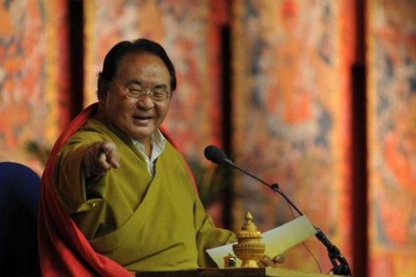 Буддийский гуру годами издевался над любовницами