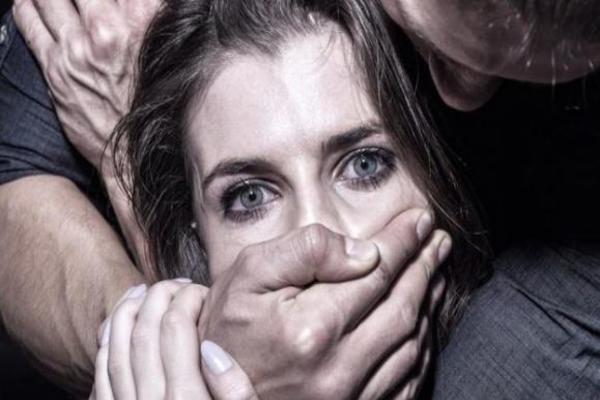 15-летний подросток отбил мать у насильника