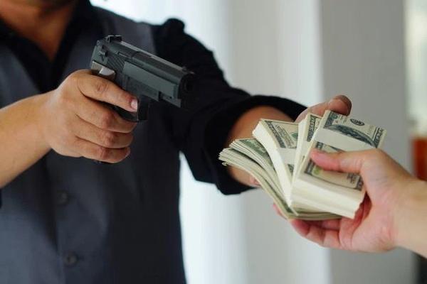 Бандиты вымогали у цыган деньги