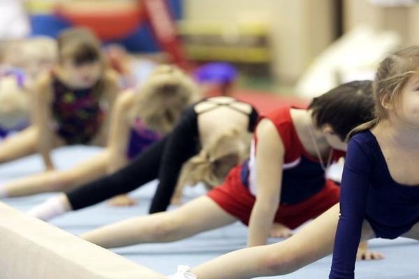 Красноярские школьники получили ожоги глаз на уроке физкультуры