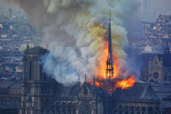 Французские миллиардеры отказались жертвовать деньги на Нотр-Дам