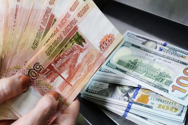 Кассирша пункта обмена валюты сбежала с крупной суммой денег