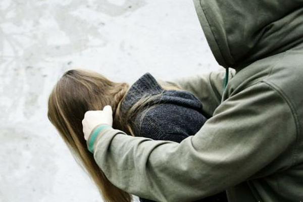 В Питере избили девушку из-за ее внешнего вида