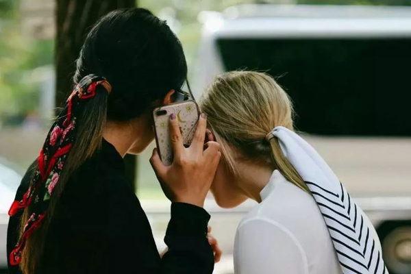 Две несовершеннолетние россиянки жестоко расправились со своей сверстницей
