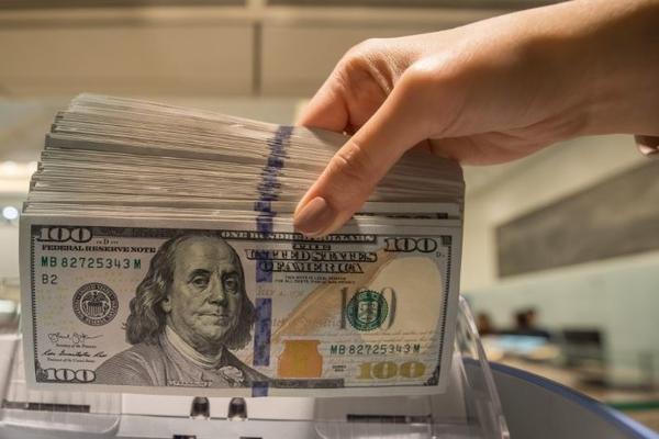 Доллар превысил порог в 80 рублей