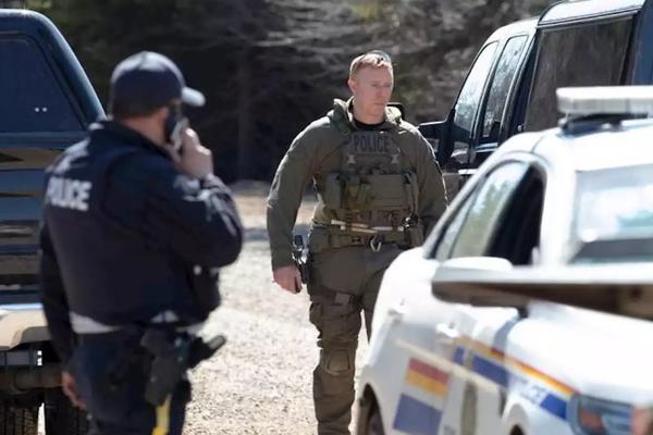 16 жертв канадского стрелка