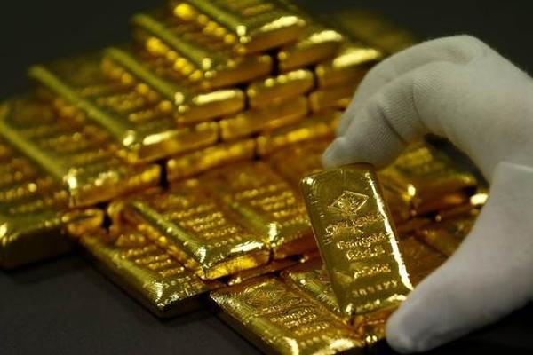В Швейцарии разыскивается мужчину, забывшего в поезде мешок золота