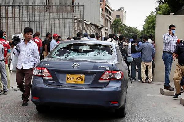 Биржу Пакистана атаковали террористы
