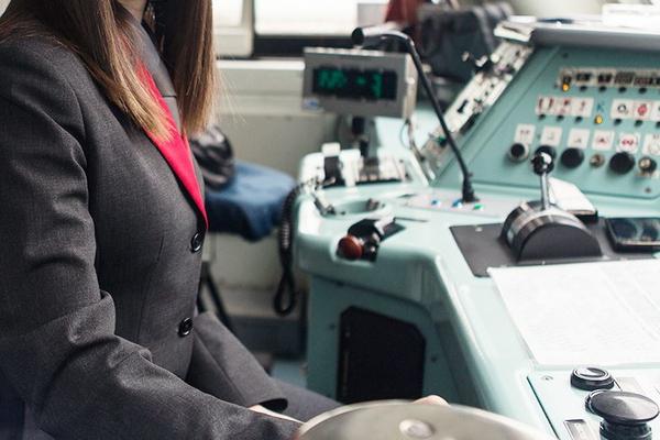 Русская женщина впервые стала машинистом локомотива
