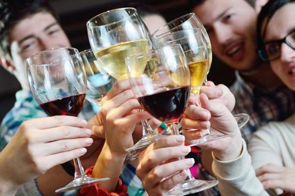 Выявлена разница между женским и мужским алкоголизмом