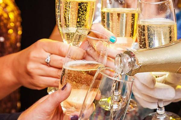 Дефицита шампанского не будет!