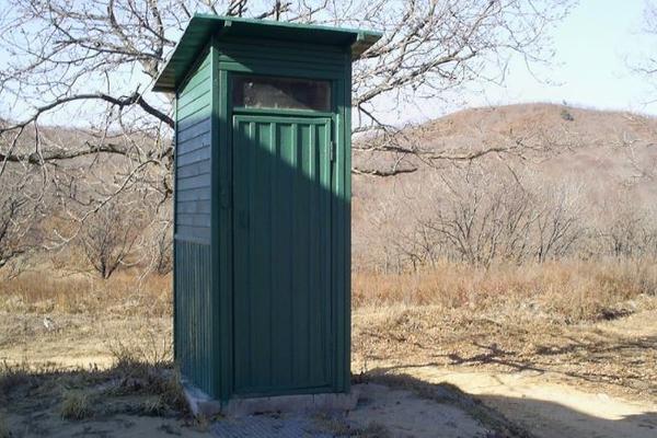Чиновники построили туалет за сотни тысяч рублей