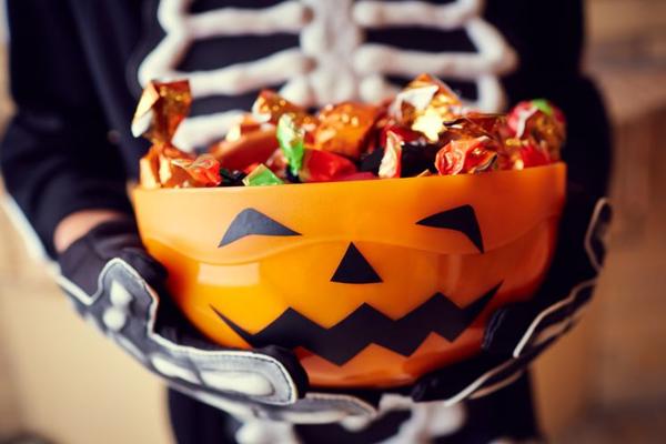 Россияне закупились к Хэллоуину нестандартными подарками
