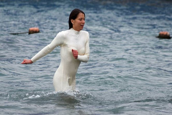 Врачи и священники призвали россиян отказаться от Крещенских купаний