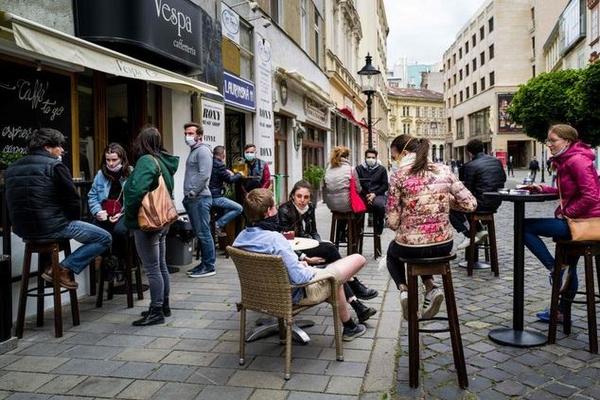 В Словакии людям запретили  выходить из дома без отрицательного теста на COVID-19