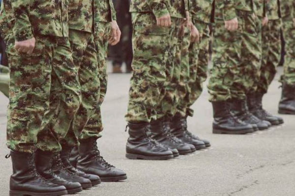 Солдат сбежал из воинской части и стал грабить женщин