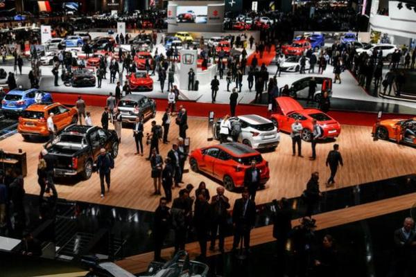 На европейском автомобильном рынке обрушились продажи