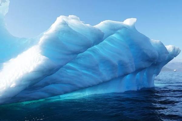 От Антарктиды откололся большой айсберг