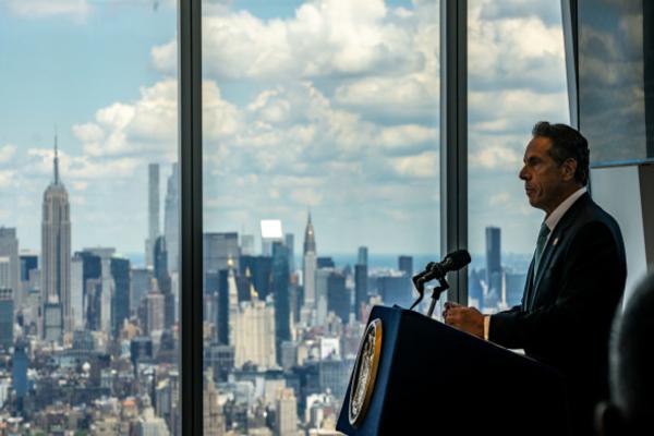 Губернатор Нью-Йорка приставал к сотрудницам