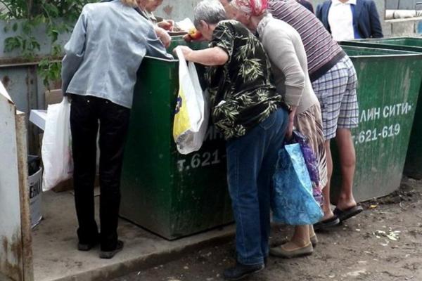 В Санкт-Петербурге пенсионеры устроили давку